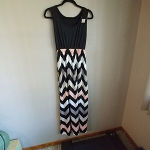 Dresses & Skirts - Maxi chevron dress